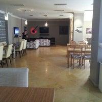รูปภาพถ่ายที่ W Cafe Brasserie โดย Necmi A. เมื่อ 2/7/2013