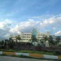 2/19/2013 tarihinde CEP TELEFONU UZMANI DOCTOR B.ziyaretçi tarafından Presa Di Finica Hotel & Suites'de çekilen fotoğraf