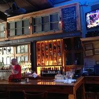 Foto tirada no(a) Two Door Tavern por Philip H. em 7/8/2013