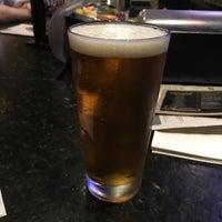 Photo prise au Bar Louie par Kevin B. le5/11/2018