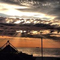 Foto tirada no(a) Praia Brava por Antonio D. em 7/15/2013