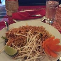 Photo taken at Pattaya Thai Restaurant by Gracielle deborah G. on 8/29/2015