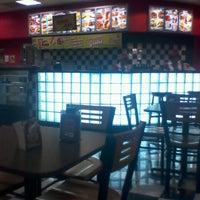 Photo taken at Comet Diner - Plaza Mundo 4 Etapa by Karla T. on 3/23/2013
