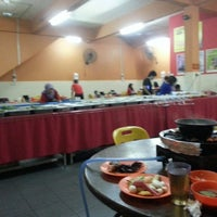 Photo taken at 833 BBQ Steamboat Buffet by Juze A. on 2/27/2013