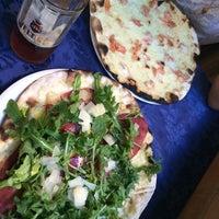 Foto tomada en Pizzeria Ruota por Anastasia B. el 7/19/2014