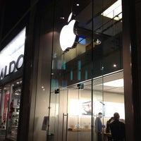 Photo taken at Apple Liverpool ONE by Jocelyn K. on 1/21/2013