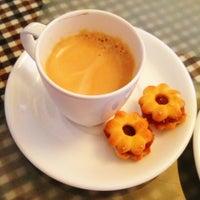 Photo taken at Golden Mountain coffee & tea by Roman P. on 8/25/2013