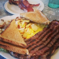 Photo taken at Hits The Spot Diner by Nuriko P. on 11/21/2015