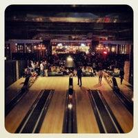 3/24/2013 tarihinde Matt R.ziyaretçi tarafından Punch Bowl Social'de çekilen fotoğraf