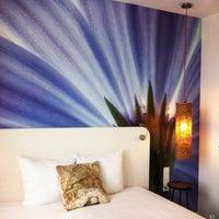 Foto diambil di Conscious Hotel oleh Silvia pada 3/9/2013