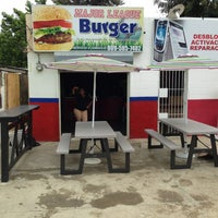 Photo taken at Mejor League Burger by Josue R. on 7/3/2013