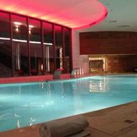 5/21/2013 tarihinde Cüneyt Turna N.ziyaretçi tarafından Swiss Otel Havuz'de çekilen fotoğraf