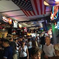 Foto tirada no(a) Stan's Sports Bar por Lindsay G. em 8/20/2013