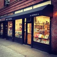 Foto tirada no(a) Mast Books por Masao M. em 10/23/2012
