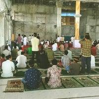 Photo taken at Masjid Agung Al-Mu'awwanah Sanggau by danang s. on 9/12/2014