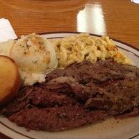 Das Foto wurde bei MacArthur's Restaurant von Jermaine E. am 3/17/2013 aufgenommen