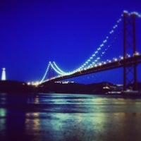 Foto tomada en Ponte 25 de Abril por Shester C. el 4/11/2013