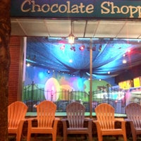 Photo taken at Chocolate Shoppe Ice Cream by Larisa S. on 1/14/2013