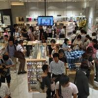 รูปภาพถ่ายที่ AppBank Store 新宿 โดย jazzwalker เมื่อ 8/2/2013