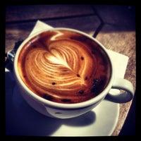 3/24/2013 tarihinde Gizem Y.ziyaretçi tarafından Kahve Dünyası'de çekilen fotoğraf