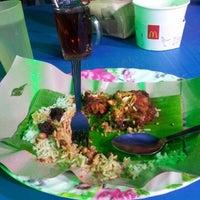 Photo taken at Nasi Lemak Sebelah Petronas by Inimachi Y. on 10/21/2012