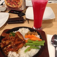 Photo taken at Pizza Hut by ajeng m. on 11/14/2015