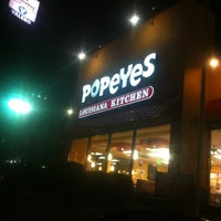 Photo taken at Popeyes Louisiana Kitchen by Amber R. on 2/8/2013
