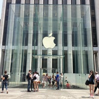 6/25/2013にAlexander K.がApple Fifth Avenueで撮った写真