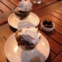 10/9/2013 tarihinde Ezgi G.ziyaretçi tarafından Kahve Dünyası'de çekilen fotoğraf