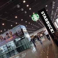 Foto tirada no(a) Starbucks por Luciano G. em 4/23/2017