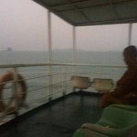รูปภาพถ่ายที่ On The Ferry To Samui โดย Sinith B. เมื่อ 2/19/2014