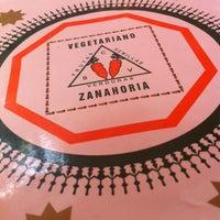 Foto tomada en Restaurant Zanahoria Vegetariano por Melissa J. el 10/20/2013