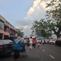 Photo taken at Tapak Pasar Malam, Taman Kota Jaya by yazid on 4/15/2013