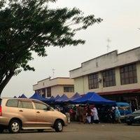 Photo taken at Tapak Pasar Malam, Taman Kota Jaya by yazid on 6/24/2013