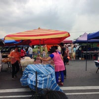 Photo taken at Tapak Pasar Malam, Taman Kota Jaya by yazid on 3/29/2013