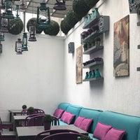 Foto scattata a Caracas Lebanese Cuisine & Cafe da Razan il 4/6/2018