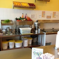Photo taken at Robeks Fresh Juices & Smoothies by Aaron H. on 10/5/2012