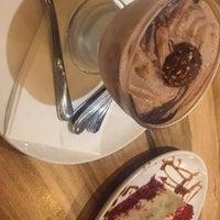 Foto tomada en Hala Restaurant por Sadz R. el 7/7/2018