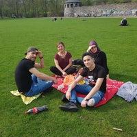 Foto tomada en Schillerpark por Esra I. el 4/15/2018