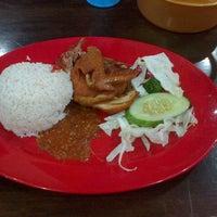 Photo taken at Restoran Pinang by Faez M. on 3/10/2013