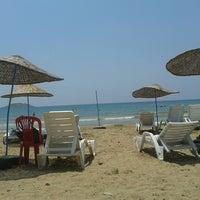 Foto tirada no(a) Aydıncık Plajı por Basak em 7/22/2014