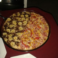 Photo taken at Gizza Pizzas by Durval F. on 9/13/2013