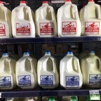 Das Foto wurde bei MOM's Organic Market von Ryan L. am 12/10/2017 aufgenommen