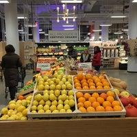 Das Foto wurde bei MOM's Organic Market von Ryan L. am 12/30/2017 aufgenommen