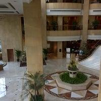 Photo taken at Sheraton Chengdu Lido Hotel   天府丽都喜来登饭店 by Alvin C. on 11/3/2014