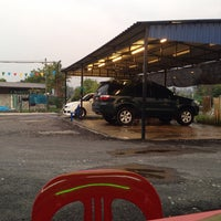 Photo taken at Car Wash Triple 8 by Ars R. on 9/25/2014