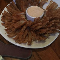 Photo taken at Outback Steakhouse by Merve Nur T. on 10/25/2016