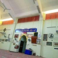 Photo taken at Masjid Tok Bandar by Ross Lee on 2/8/2016