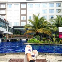 Photo taken at Swimming Pool Mercure by Gusti Novita Aulia Rifani [. on 5/1/2016