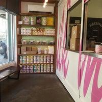 Foto tomada en Momofuku Milk Bar por Whelan M. el 8/19/2017